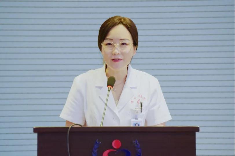 我院党委书记胡秀芬出席演讲会并做总结发言