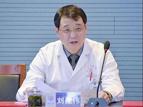 党委副书记、副院长刘建伟宣读《关于表彰2020年度优秀共产党员的决定》