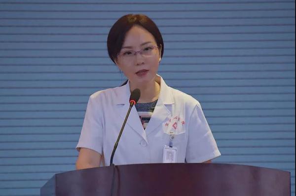 我院党委书记胡秀芬出席演讲会并作总结发言